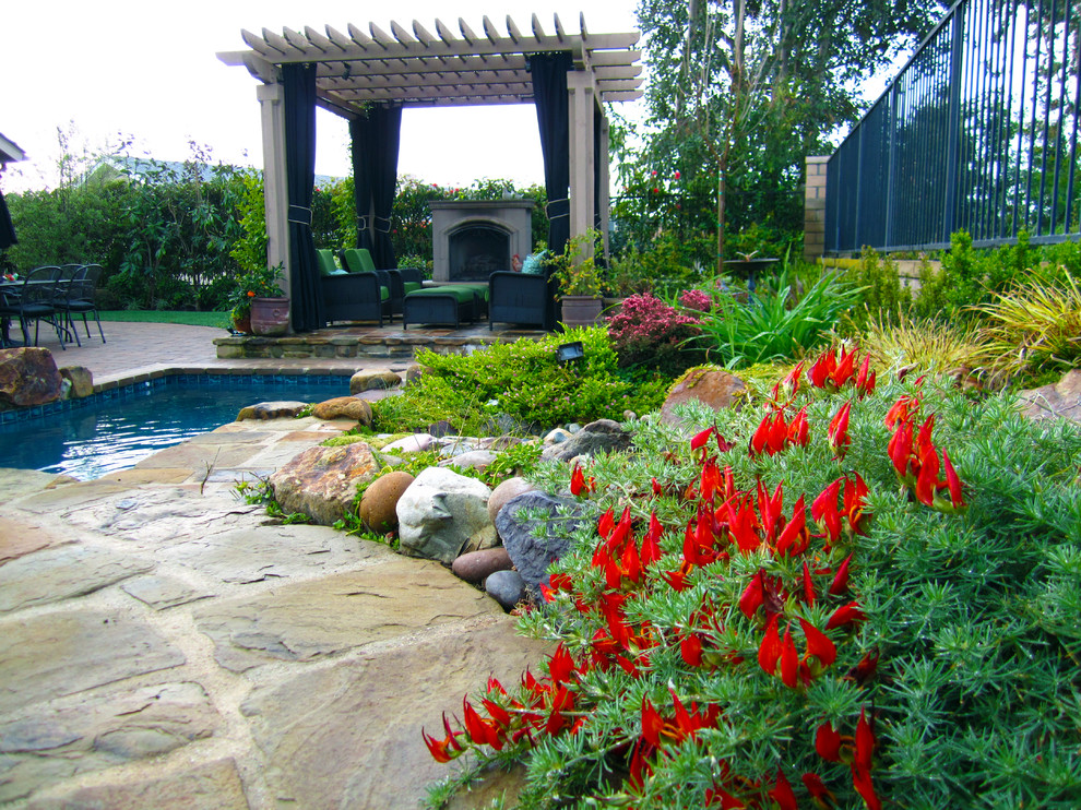 Traditional landscape with pool and pergola dp environments for Outdoor landscaping